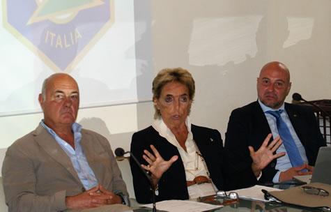 Benedetto Barberini (ct nazionale) insieme a Emanuela Bonomi (vicepresidente FITAV) e Ivan Carella (presidente Trap Concaverde)