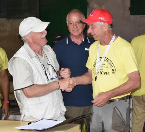 Il giudice Corrado Ottaviani, il presidente della FIdC comunale, Avv. Fabio Fanelli, il vincitore della gara, Sauro Tondini.