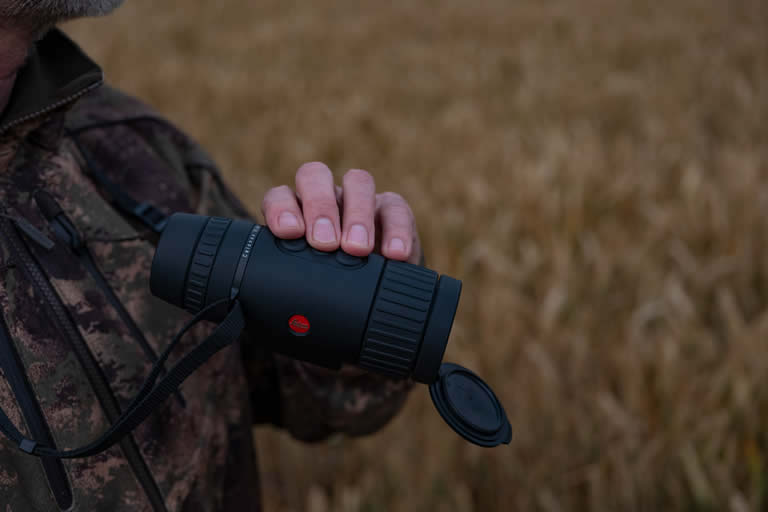 Leica field view hand